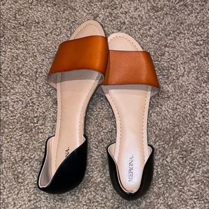 Sandals in new condition